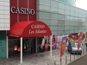store pergolas enseigne entrée casino les atlantes aux sables d'olonne